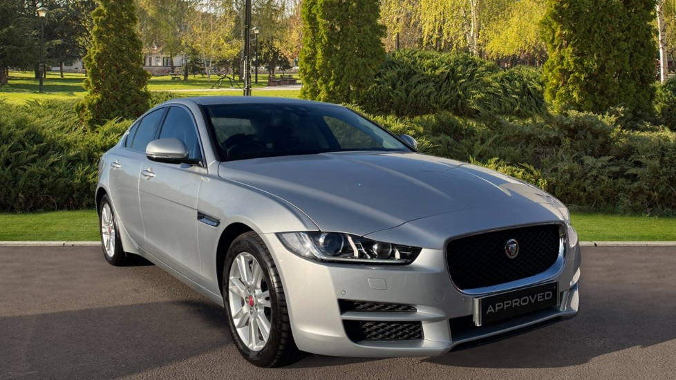 Jaguar XE 2.0 [250] Prestige AWD Privacy glass Heated front seats image 1