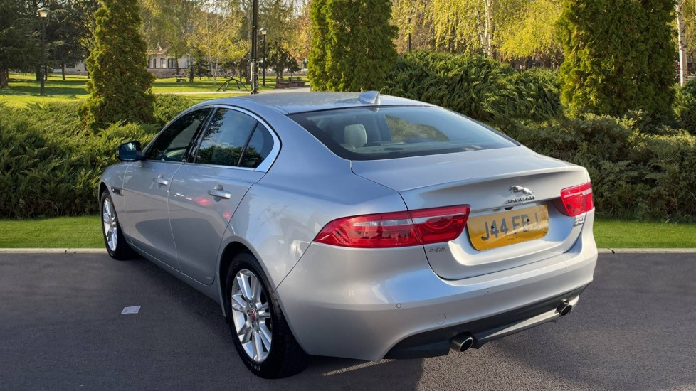 Jaguar XE 2.0 [250] Prestige AWD Privacy glass Heated front seats image 2