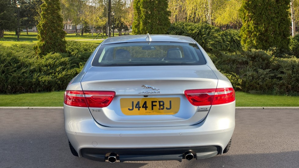 Jaguar XE 2.0 [250] Prestige AWD Privacy glass Heated front seats image 6
