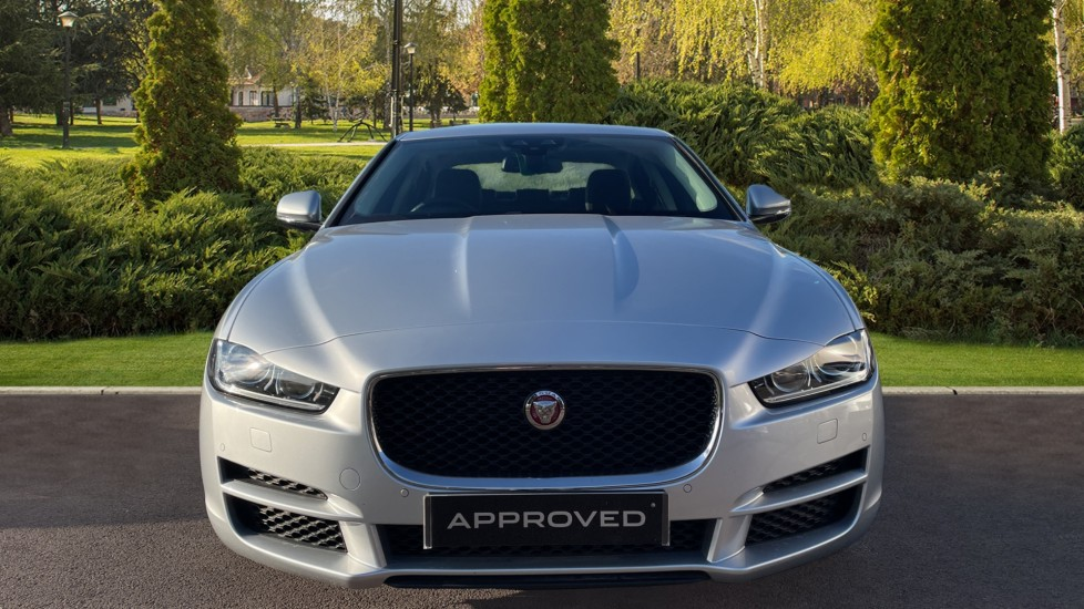 Jaguar XE 2.0 [250] Prestige AWD Privacy glass Heated front seats image 7