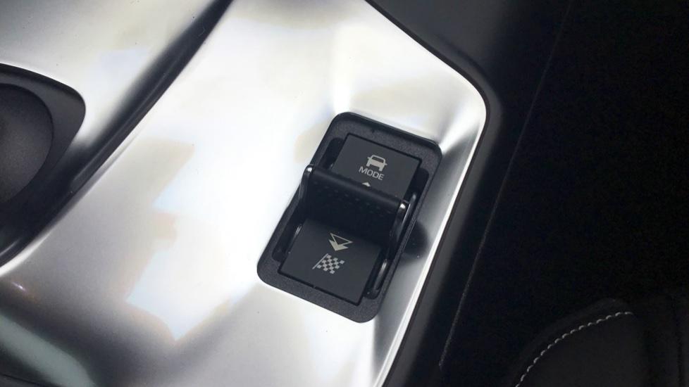 Jaguar E-PACE 2.0d [240] R-Dynamic HSE 5dr image 23