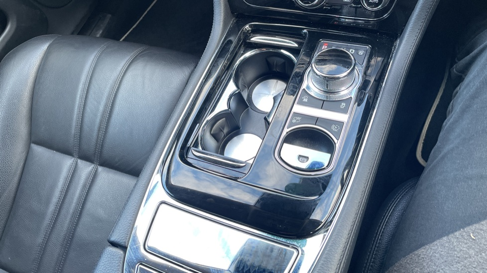 Jaguar XJ 3.0d V6 Luxury image 32