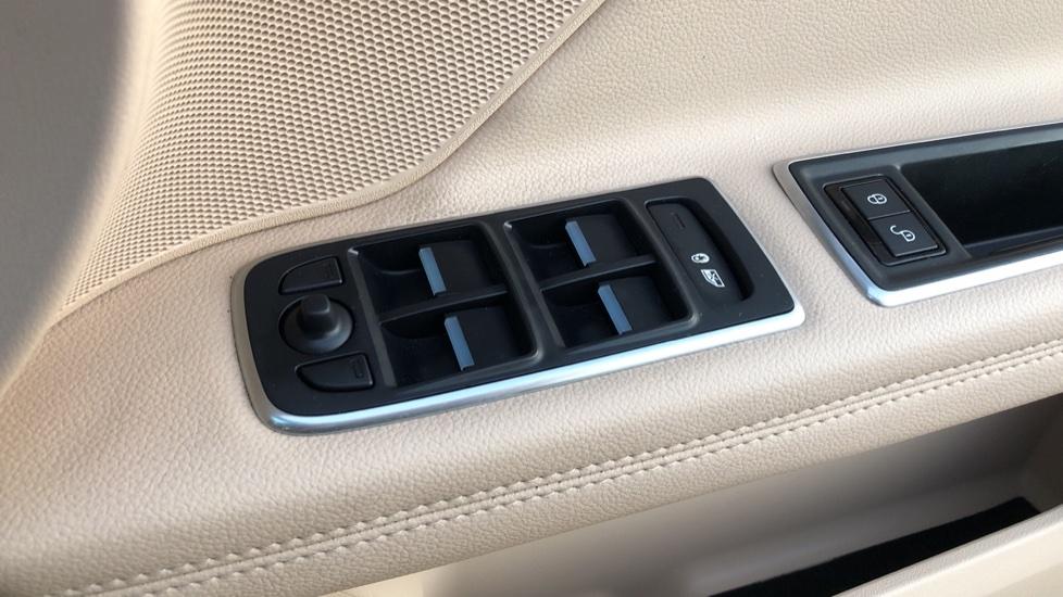 Jaguar XF 2.0d [180] Prestige 4dr Auto image 13