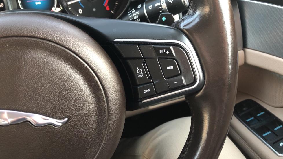 Jaguar XF 2.0d [180] Prestige 4dr Auto image 16