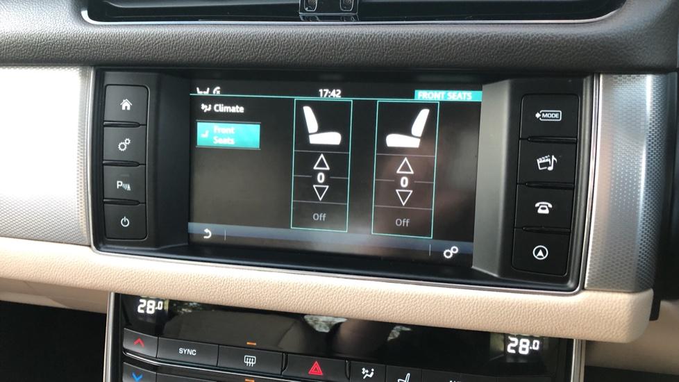 Jaguar XF 2.0d [180] Prestige 4dr Auto image 21