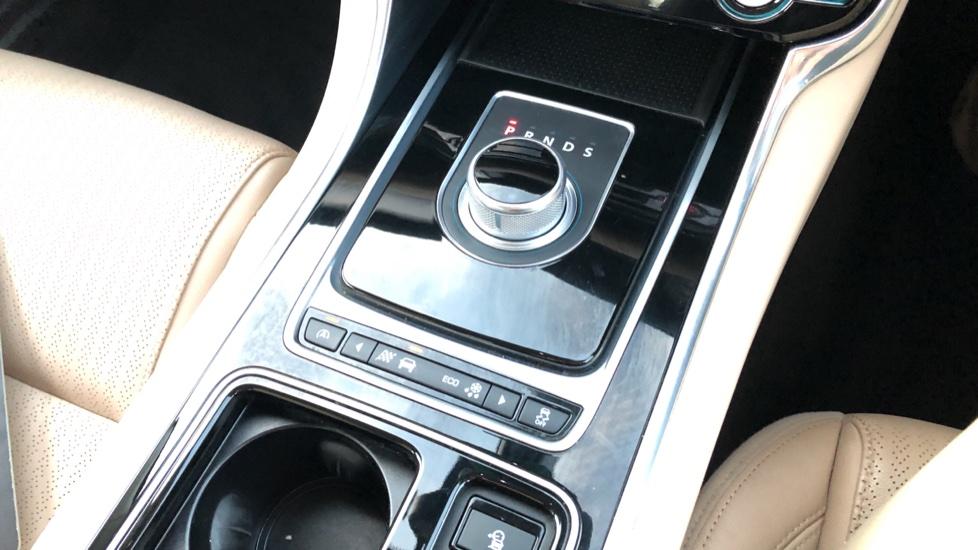Jaguar XF 2.0d [180] Prestige 4dr Auto image 27