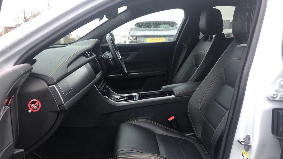 Jaguar XF 3.0d V6 300 Sport 4dr image 3