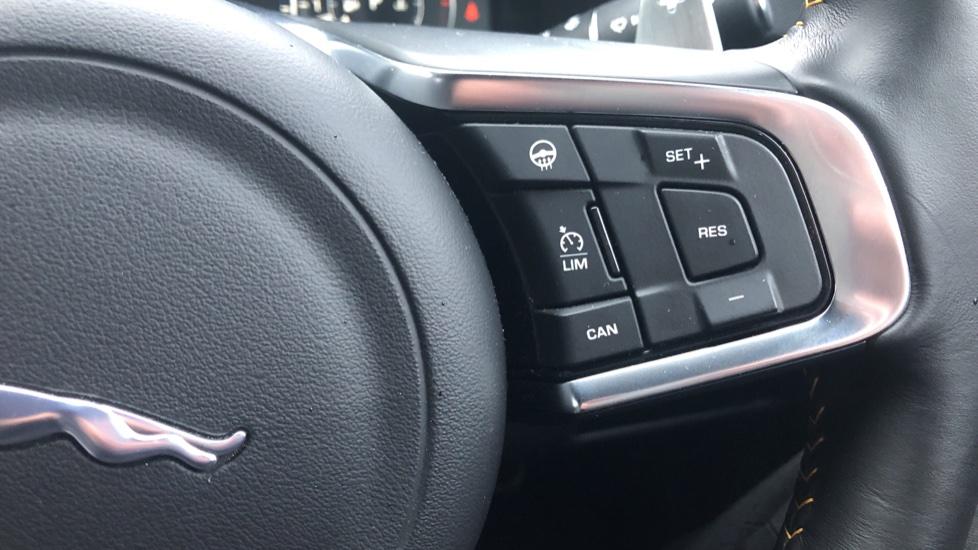Jaguar XF 3.0d V6 300 Sport 4dr image 15