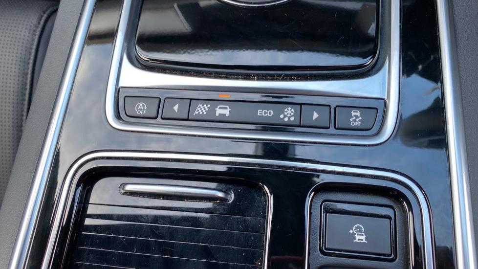 Jaguar XF 3.0D V6 300 Sport  image 32