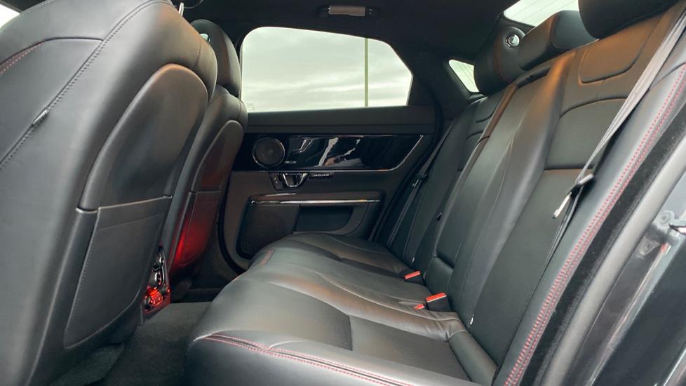 Jaguar XJ 3.0d V6 R-Sport 4dr image 4