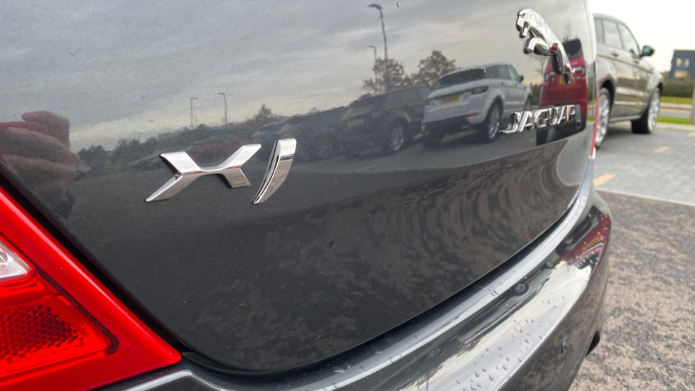 Jaguar XJ 3.0d V6 R-Sport 4dr image 12