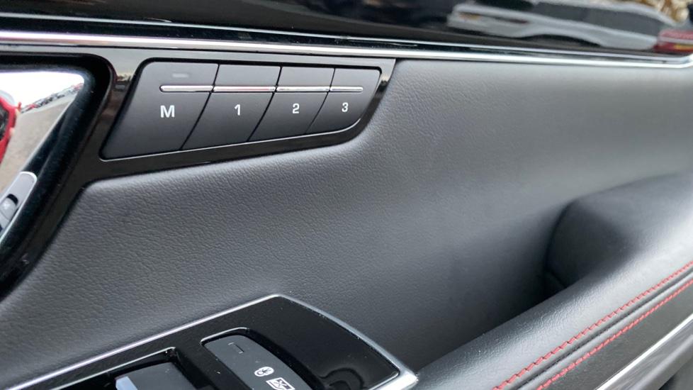 Jaguar XJ 3.0d V6 R-Sport 4dr image 18