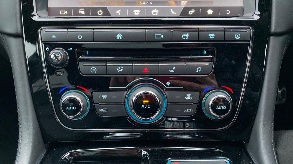 Jaguar XJ 3.0d V6 R-Sport 4dr image 25