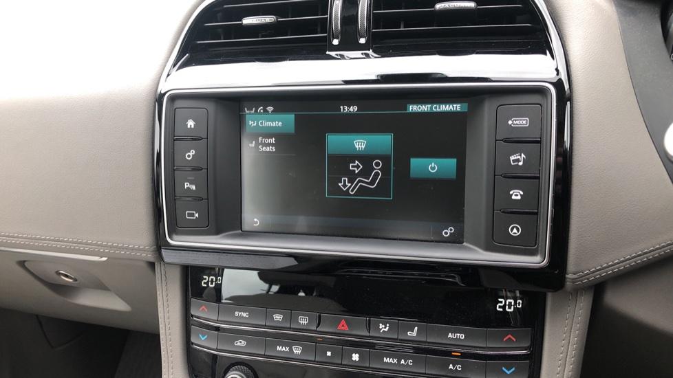 Jaguar F-PACE 2.0d Portfolio 5dr AWD image 22