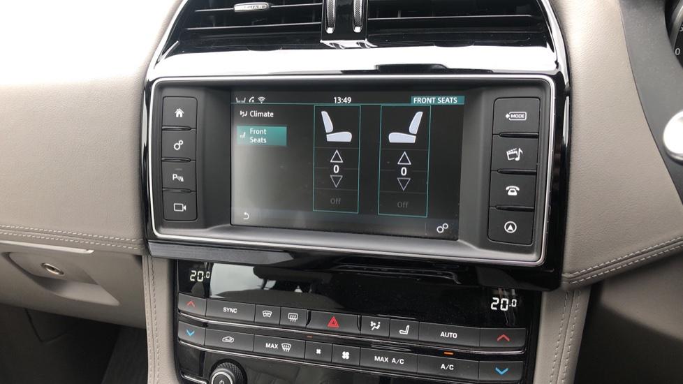Jaguar F-PACE 2.0d Portfolio 5dr AWD image 23