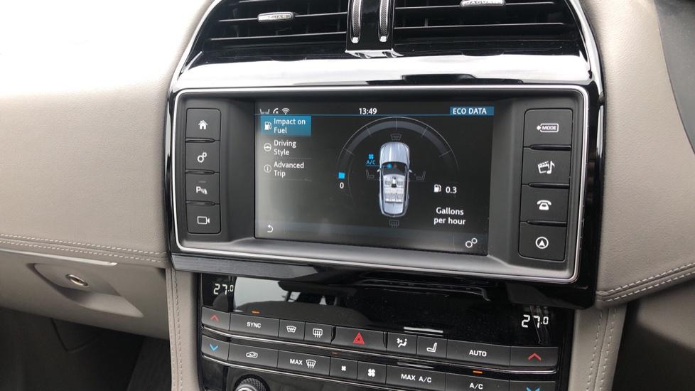 Jaguar F-PACE 2.0d Portfolio 5dr AWD image 27