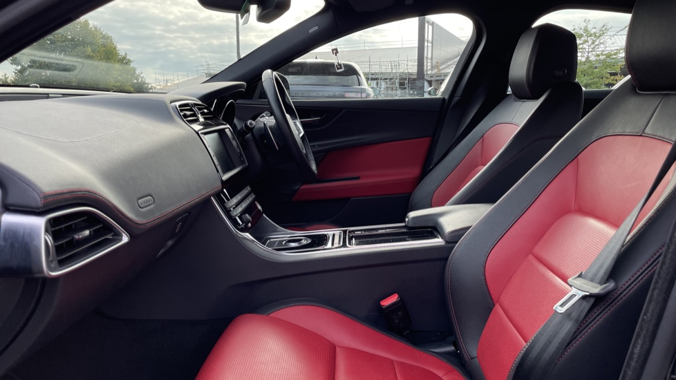 Jaguar XE 2.0 [250] R-Sport Heated front seats - Privacy glass image 3