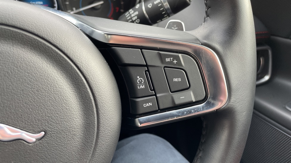 Jaguar XE 2.0 [250] R-Sport Heated front seats - Privacy glass image 16