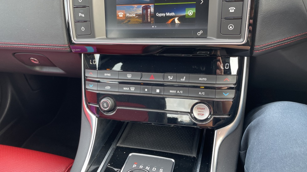 Jaguar XE 2.0 [250] R-Sport Heated front seats - Privacy glass image 27