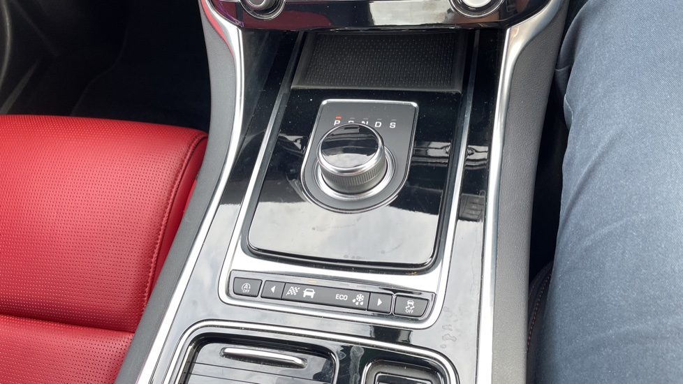 Jaguar XE 2.0 [250] R-Sport Heated front seats - Privacy glass image 28