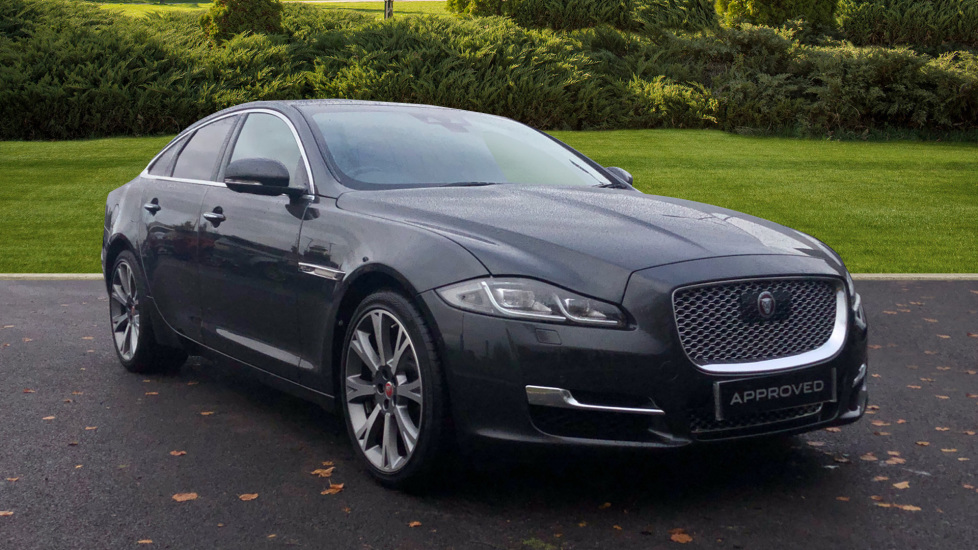 Jaguar XJ 3.0d V6 Portfolio Diesel Automatic 4 door Saloon (2017) at Jaguar Hatfield thumbnail image
