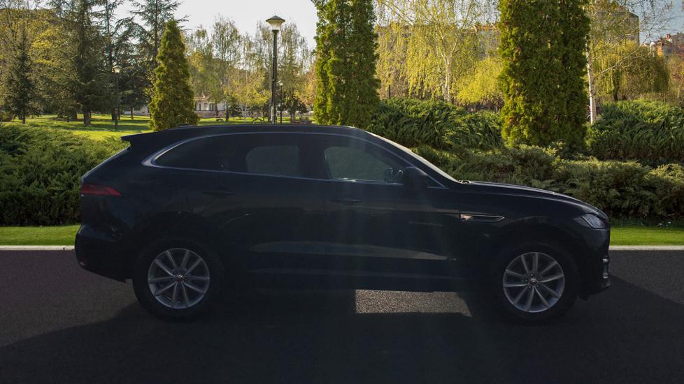 Jaguar F-PACE 2.0d Prestige 5dr AWD image 5