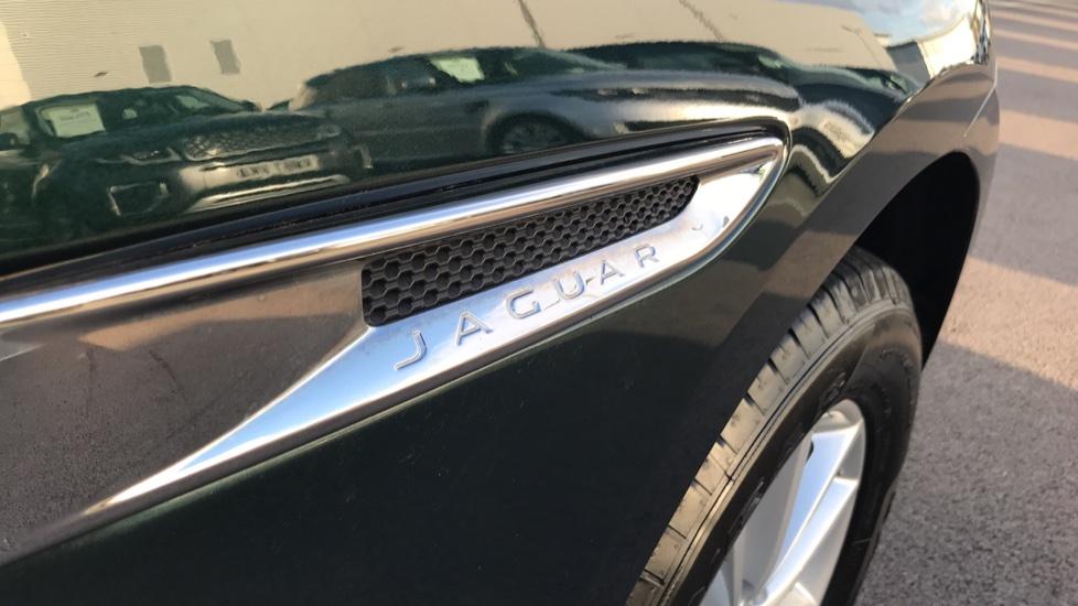 Jaguar F-PACE 2.0d Prestige 5dr AWD image 12