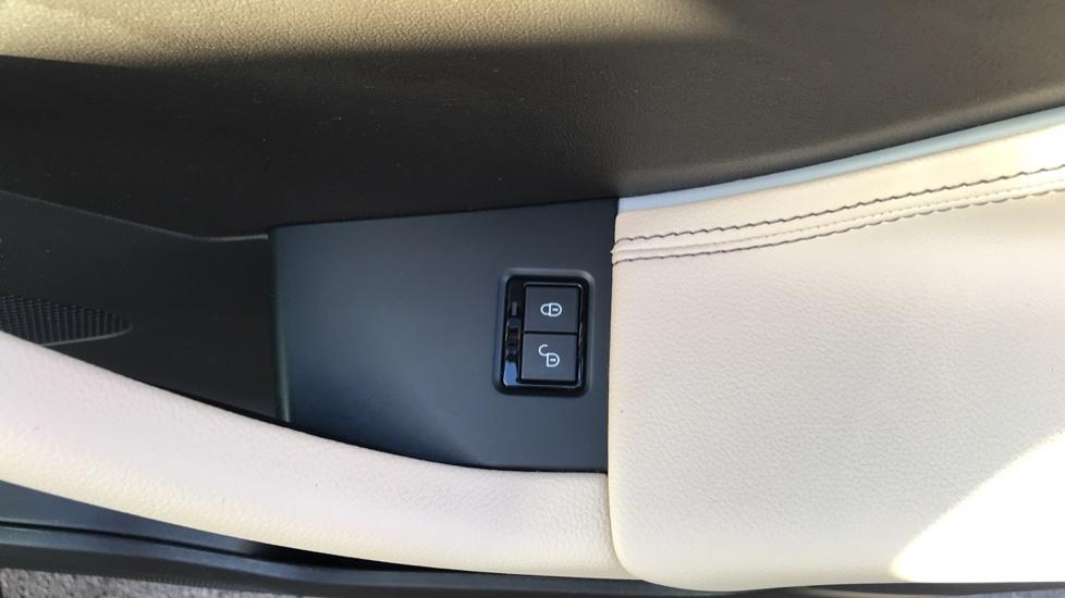 Jaguar F-PACE 2.0d Prestige 5dr AWD image 14