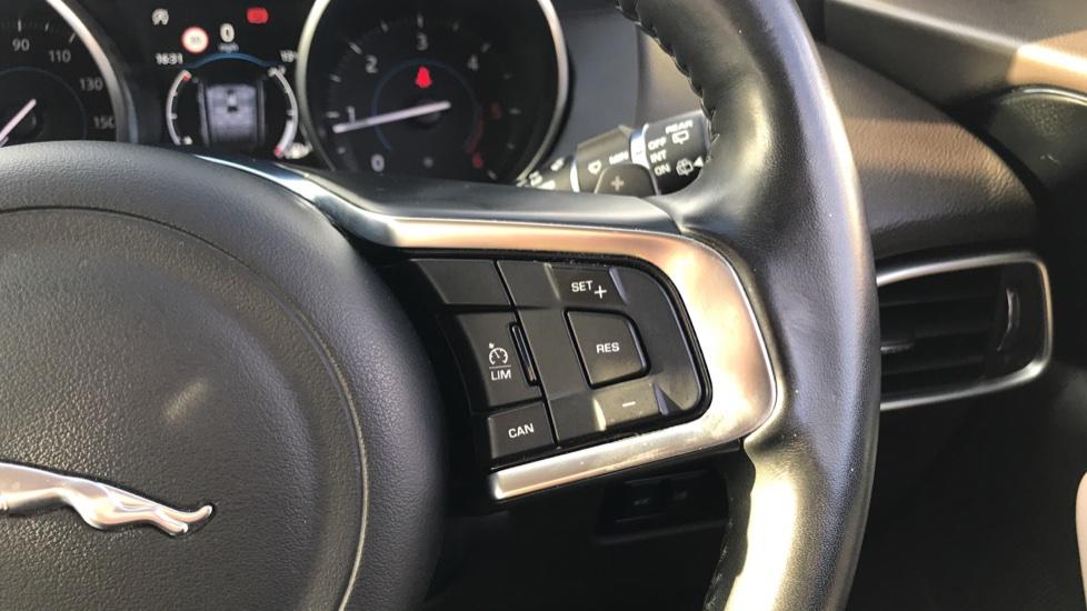Jaguar F-PACE 2.0d Prestige 5dr AWD image 18