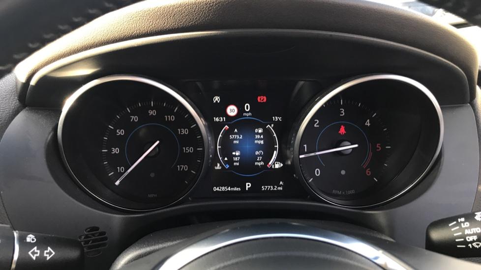 Jaguar F-PACE 2.0d Prestige 5dr AWD image 19