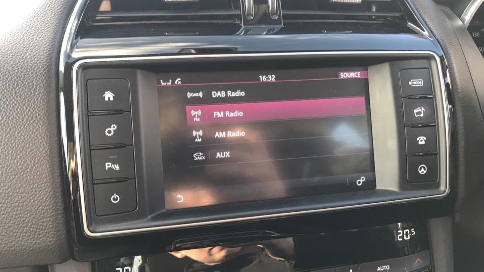 Jaguar F-PACE 2.0d Prestige 5dr AWD image 22