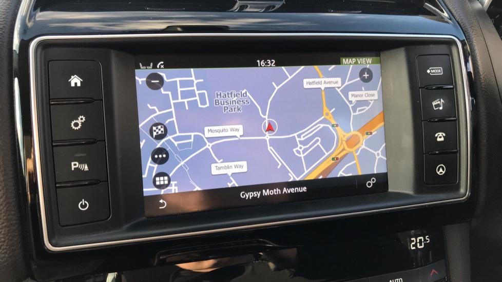 Jaguar F-PACE 2.0d Prestige 5dr AWD image 25