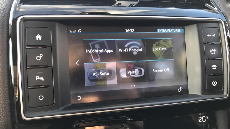 Jaguar F-PACE 2.0d Prestige 5dr AWD image 26