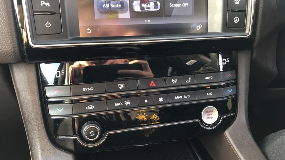 Jaguar F-PACE 2.0d Prestige 5dr AWD image 27