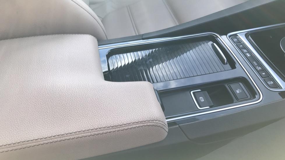 Jaguar F-PACE 2.0d Prestige 5dr AWD image 30