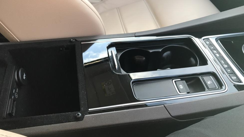 Jaguar F-PACE 2.0d Prestige 5dr AWD image 31