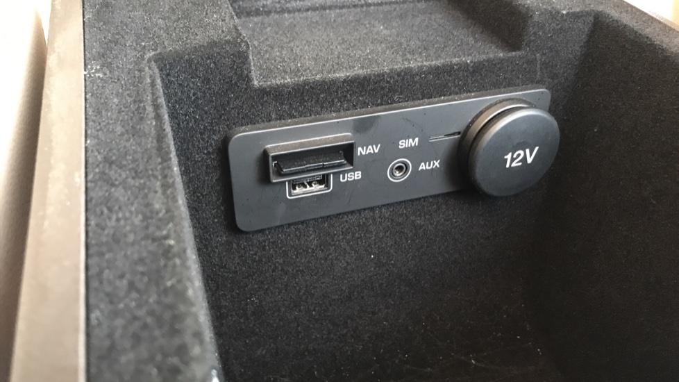 Jaguar F-PACE 2.0d Prestige 5dr AWD image 32