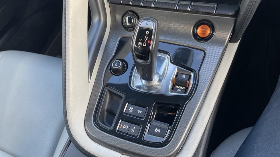 Jaguar F-TYPE 3.0 Supercharged V6 S 2dr AWD image 28
