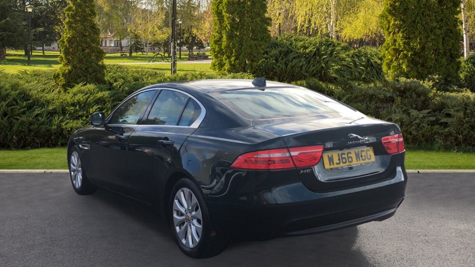 Jaguar XE 2.0d Prestige image 2