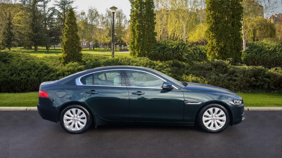 Jaguar XE 2.0d Prestige image 5