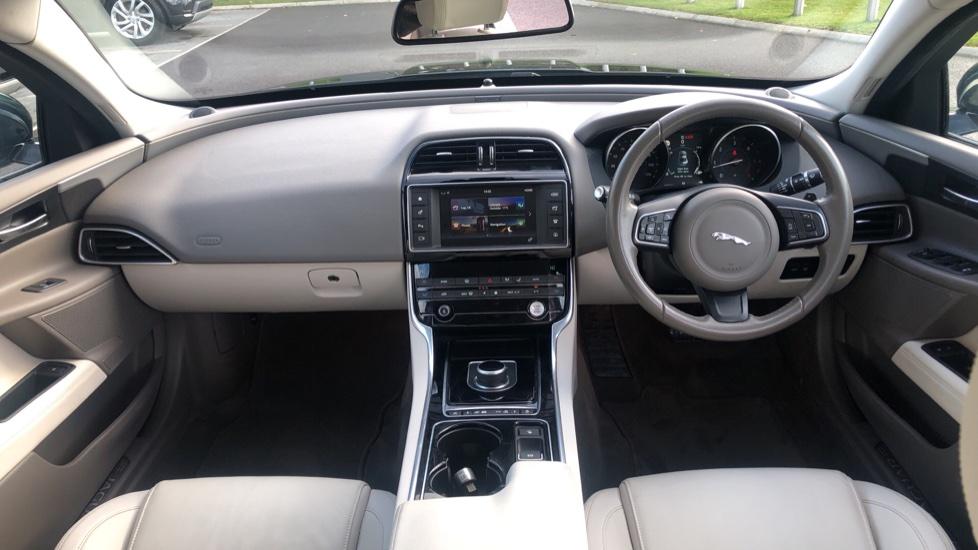 Jaguar XE 2.0d Prestige image 9