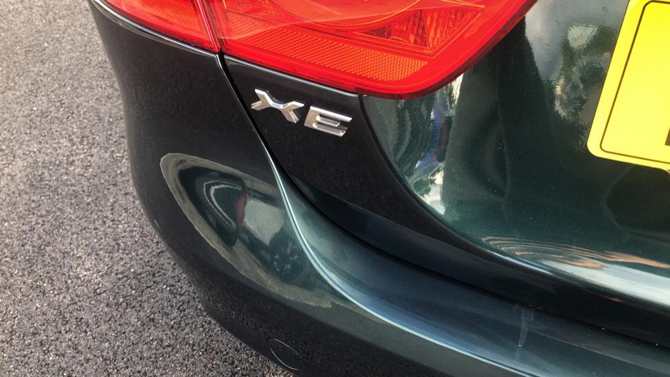Jaguar XE 2.0d Prestige image 10