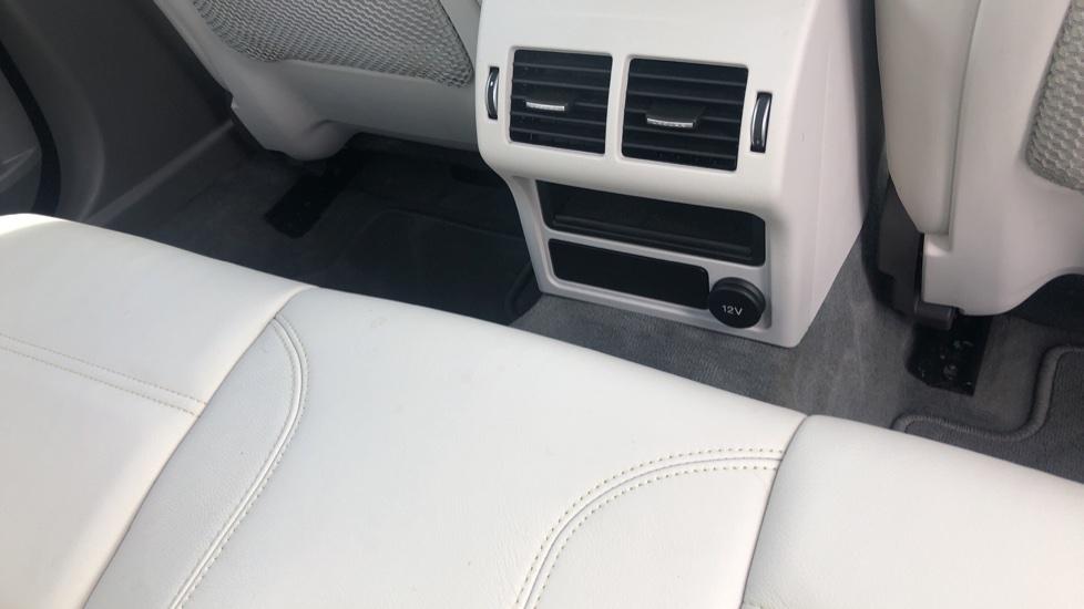 Jaguar XE 2.0d Prestige image 12