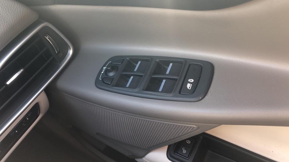 Jaguar XE 2.0d Prestige image 13