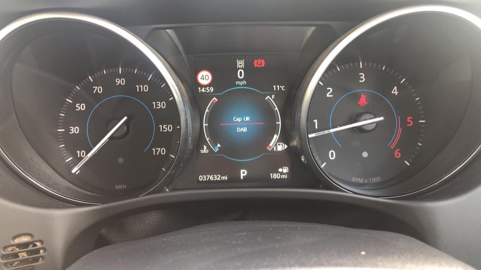 Jaguar XE 2.0d Prestige image 14