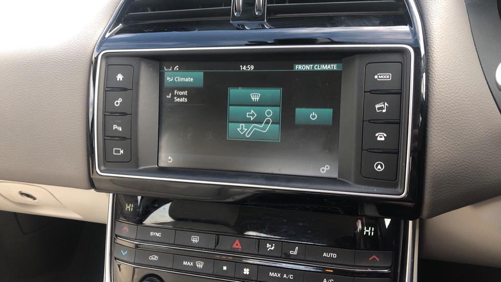 Jaguar XE 2.0d Prestige image 21