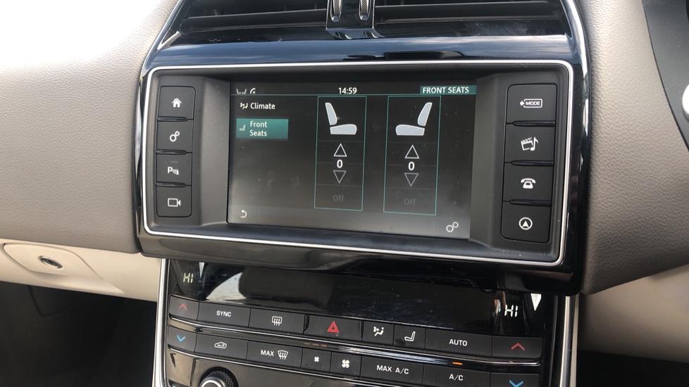 Jaguar XE 2.0d Prestige image 22