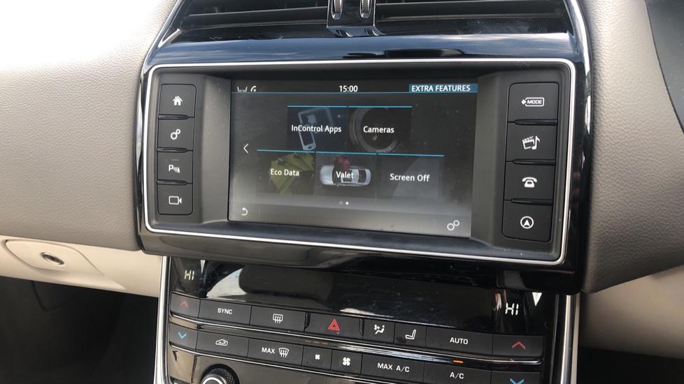 Jaguar XE 2.0d Prestige image 24