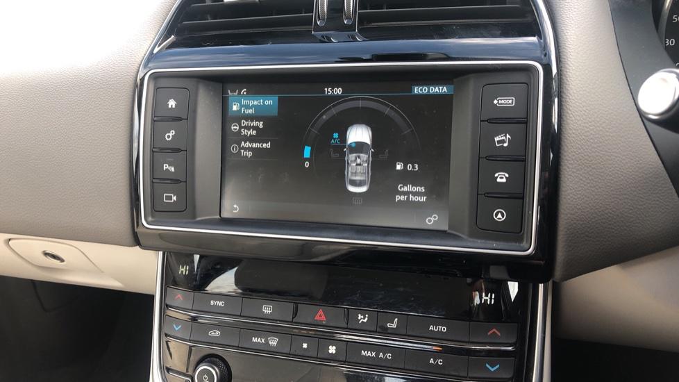 Jaguar XE 2.0d Prestige image 26