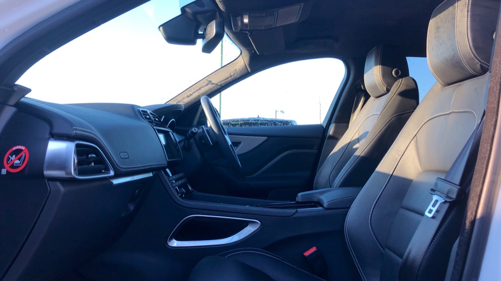 Jaguar F-PACE 2.0d R-Sport 5dr AWD image 3